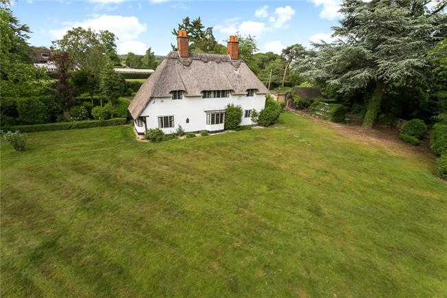 Guide Price £1,250,000, 4 Bedroom Detached House For Sale in Buckinghamshire, HP8