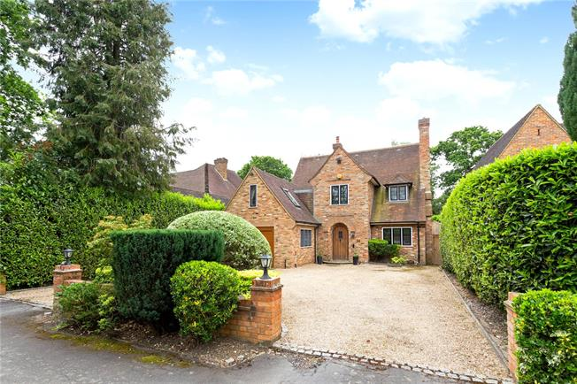 Offers in excess of £1,500,000, 5 Bedroom Detached House For Sale in Gerrards Cross, SL9