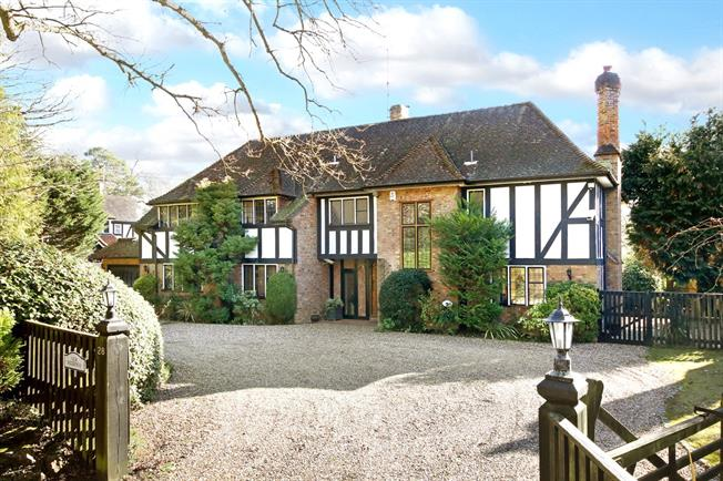 Guide Price £2,250,000, 5 Bedroom Detached House For Sale in Gerrards Cross, SL9