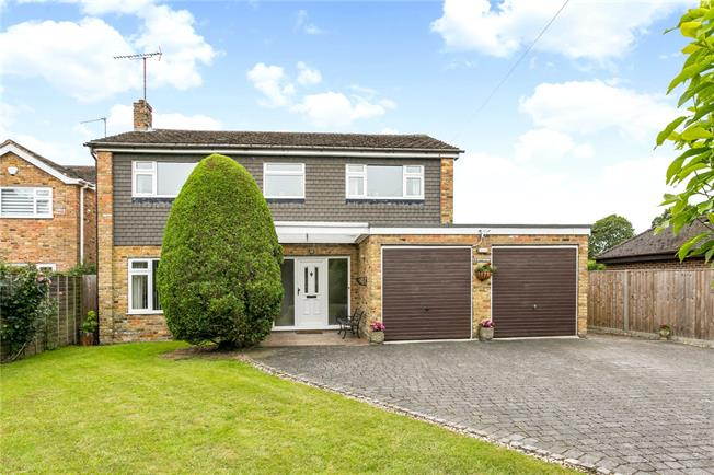 Guide Price £950,000, 4 Bedroom Detached House For Sale in Buckinghamshire, SL9