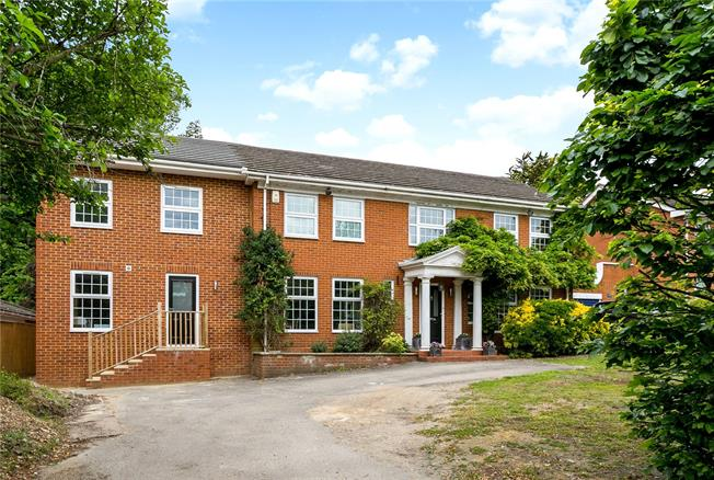 Guide Price £1,250,000, 5 Bedroom Detached House For Sale in Farnham Royal, SL2