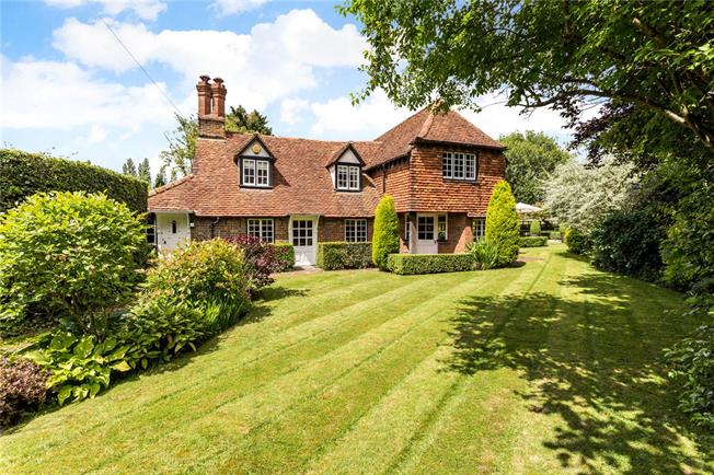 Guide Price £1,200,000, 4 Bedroom Detached House For Sale in Stoke Poges, SL2