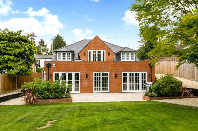 Guide Price £1,295,000, 5 Bedroom Detached House For Sale in Chalfont St. Giles, HP8