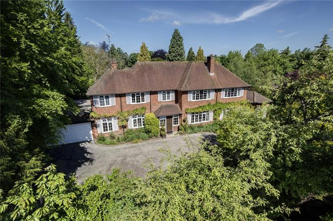 Guide Price £2,250,000, 5 Bedroom Detached House For Sale in Buckinghamshire, HP8