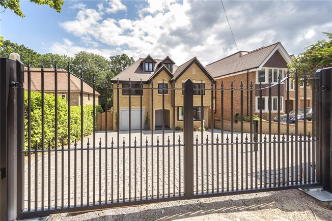Guide Price £1,595,000, 5 Bedroom Detached House For Sale in Gerrards Cross, SL9