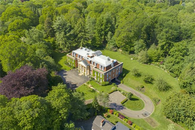 Guide Price £1,750,000, 3 Bedroom Flat For Sale in Chalfont St. Giles, HP8