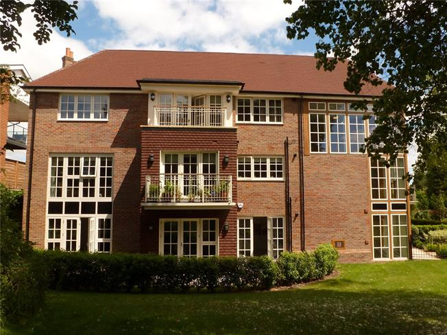 Guide Price £795,000, 2 Bedroom Flat For Sale in Chalfont St. Giles, Bucki, HP8