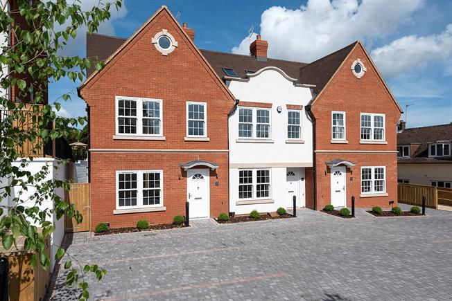 Asking Price £925,000, 3 Bedroom Terraced House For Sale in Gerrards Cross, Buckingha, SL9