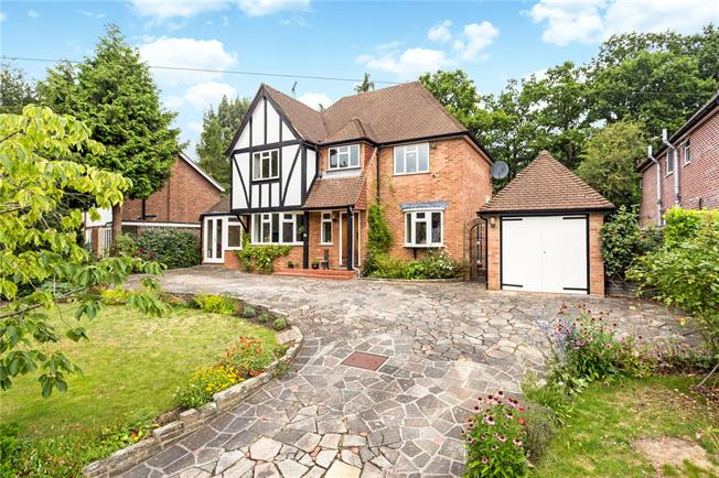 Guide Price £1,100,000, 3 Bedroom Detached House For Sale in Buckinghamshire, SL9
