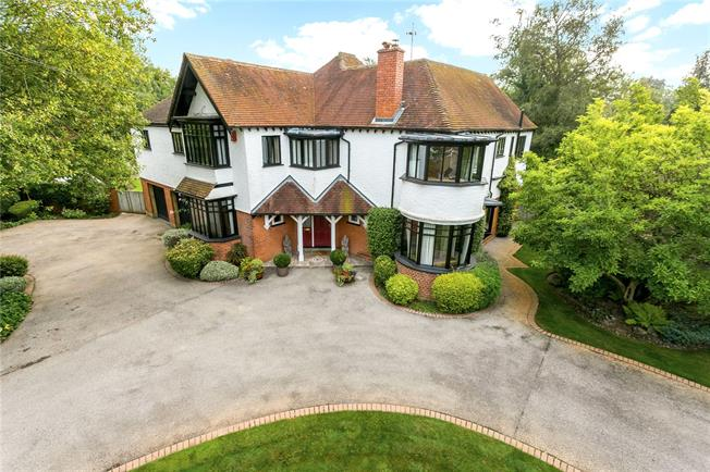 Guide Price £1,895,000, 5 Bedroom Detached House For Sale in Chalfont St. Giles, HP8