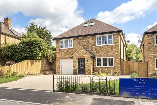 Guide Price £995,000, 4 Bedroom Detached House For Sale in Buckinghamshire, SL2
