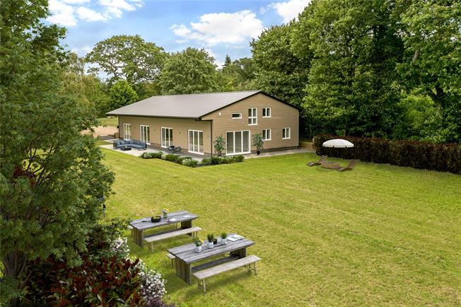 Guide Price £1,795,000, 5 Bedroom House For Sale in Buckinghamshire, SL2