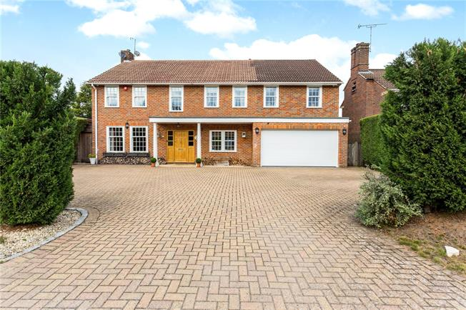 Guide Price £1,295,000, 5 Bedroom Detached House For Sale in Buckinghamshire, SL2