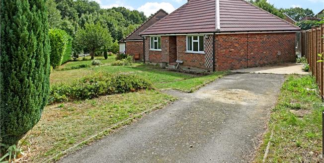 Guide Price £360,000, 2 Bedroom Bungalow For Sale in Godalming, GU7