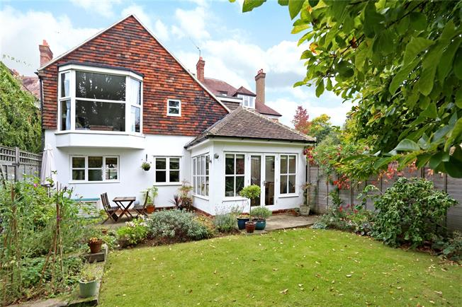 Asking Price £650,000, 3 Bedroom Town House For Sale in Godalming, GU7