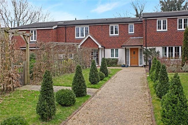 Guide Price £315,000, 2 Bedroom Flat For Sale in Elstead, GU8