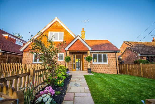 Guide Price £665,000, 3 Bedroom Bungalow For Sale in Wormley, GU8