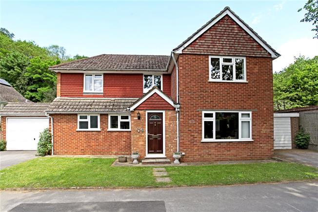 Guide Price £850,000, 5 Bedroom Detached House For Sale in Godalming, GU7