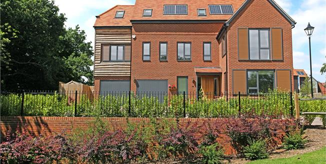 Asking Price £925,000, 5 Bedroom Detached House For Sale in Godalming, GU7