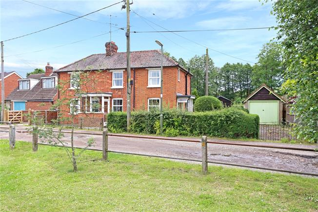 Guide Price £500,000, 3 Bedroom Detached House For Sale in Elstead, GU8