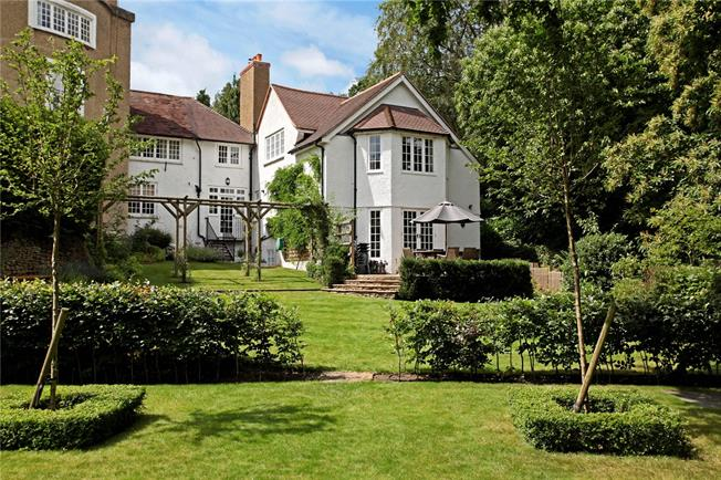 Guide Price £995,000, 4 Bedroom Town House For Sale in Godalming, GU7