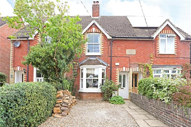 Guide Price £549,950, 3 Bedroom Terraced House For Sale in Chiddingfold, GU8
