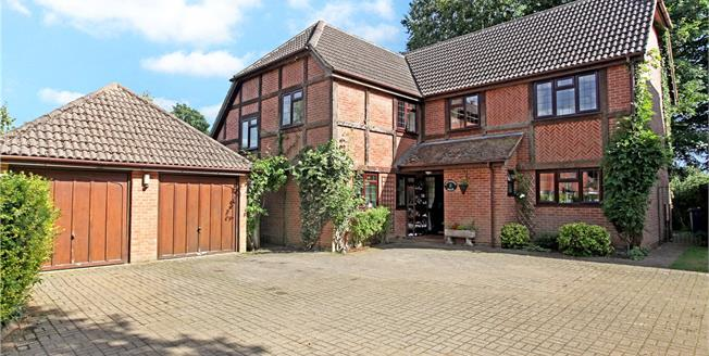 Guide Price £1,050,000, 5 Bedroom Detached House For Sale in Godalming, GU7