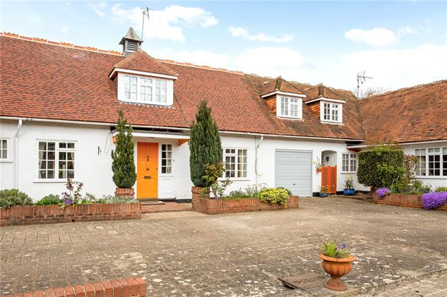 Guide Price £500,000, 2 Bedroom Mews House For Sale in Compton, Guildford, GU3