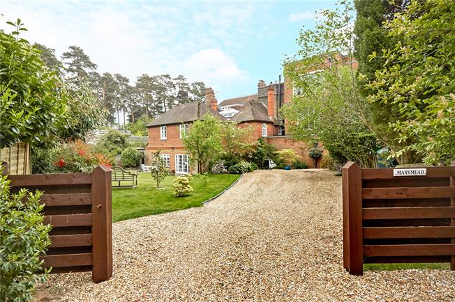 Guide Price £925,000, 5 Bedroom Town House For Sale in Godalming, GU8