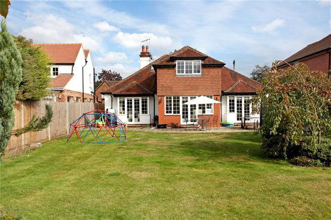Guide Price £1,150,000, 4 Bedroom Detached House For Sale in Godalming, Surrey, GU7