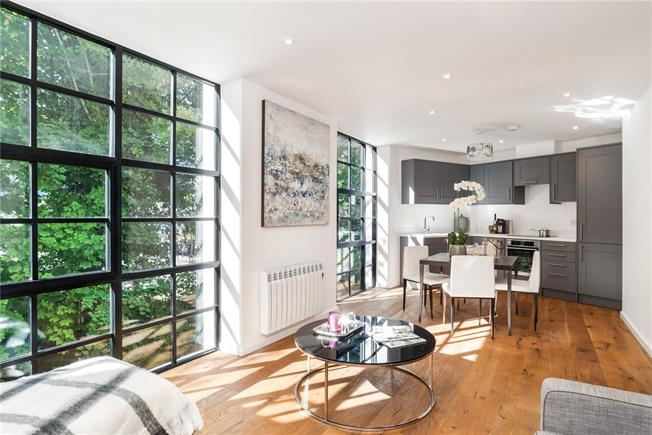 Asking Price £289,950, 1 Bedroom Flat For Sale in Godalming, GU7