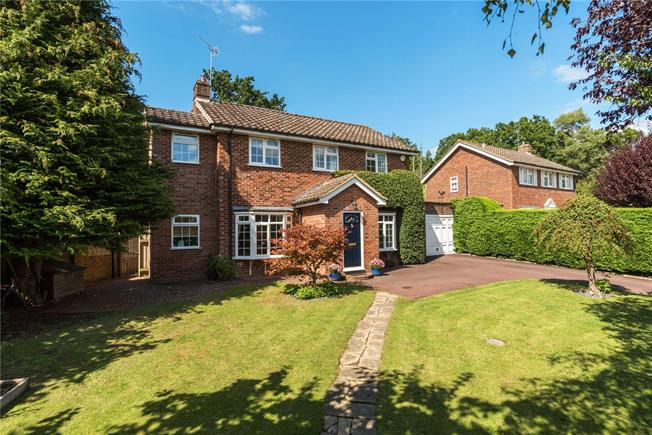 Guide Price £700,000, 5 Bedroom Detached House For Sale in Wormley, GU8