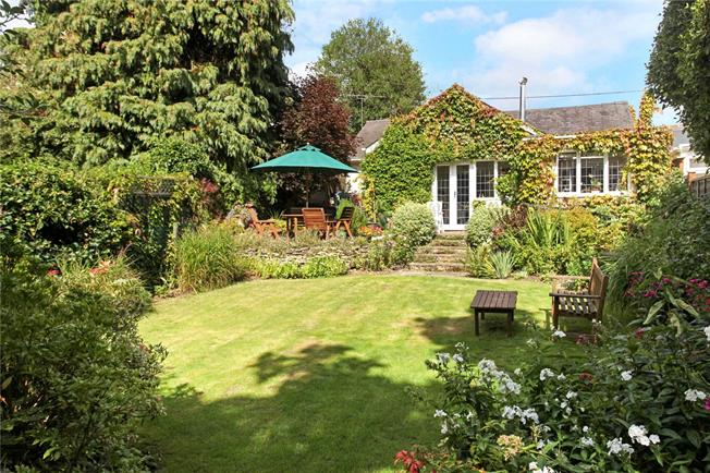 Guide Price £595,000, 3 Bedroom Bungalow For Sale in Thursley, GU8