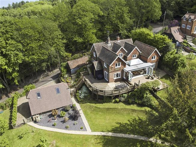 Guide Price £1,250,000, 5 Bedroom Detached House For Sale in Thursley, GU8