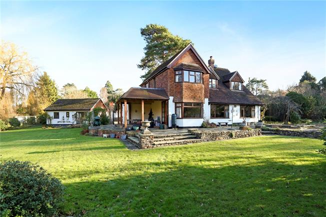 Guide Price £1,200,000, 3 Bedroom Detached House For Sale in Elstead, GU8
