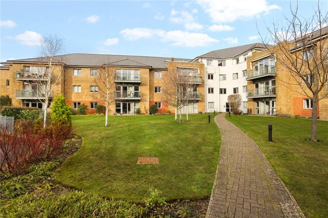 Guide Price £480,000, 3 Bedroom Flat For Sale in Godalming, Surrey, GU7