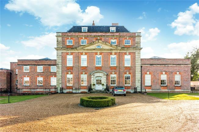 Guide Price £645,000, 3 Bedroom For Sale in Milford, GU8
