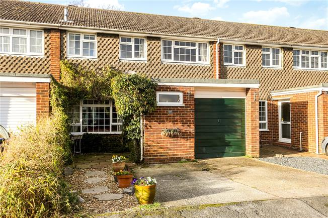 Guide Price £470,000, 4 Bedroom Terraced House For Sale in Godalming, GU7