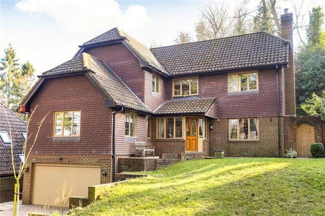 Guide Price £975,000, 4 Bedroom Detached House For Sale in Godalming, GU7