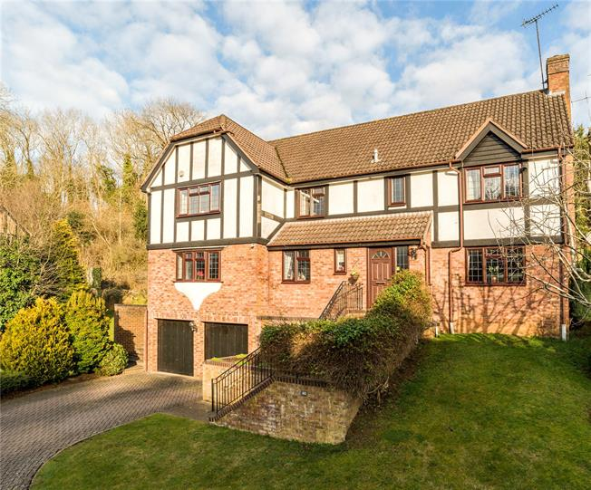 Guide Price £1,075,000, 5 Bedroom Detached House For Sale in Godalming, GU7