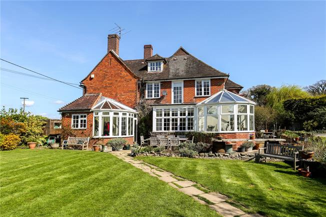 Guide Price £950,000, 4 Bedroom House For Sale in Chiddingfold, GU8