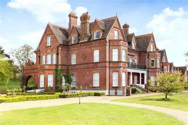 Guide Price £600,000, 2 Bedroom Flat For Sale in Godalming, Surrey, GU8