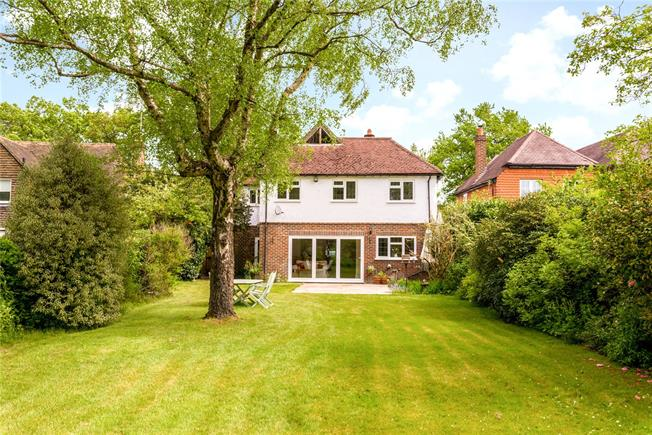 Guide Price £900,000, 5 Bedroom Detached House For Sale in Elstead, GU8