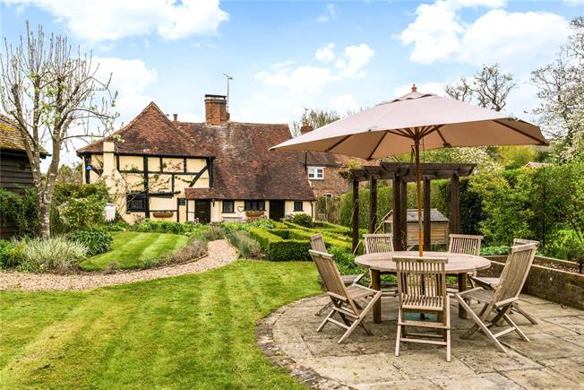 Guide Price £875,000, 4 Bedroom Detached House For Sale in Chiddingfold, GU8