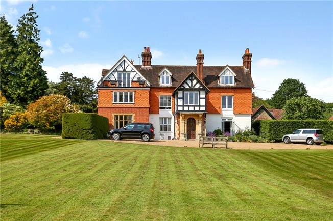 Guide Price £445,000, 3 Bedroom Flat For Sale in Guildford, Surrey, GU3