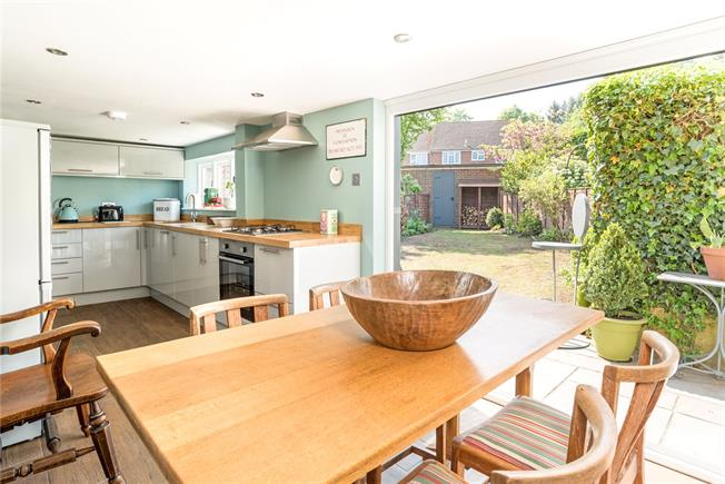 Guide Price £465,000, 2 Bedroom Terraced House For Sale in Godalming, Surrey, GU8