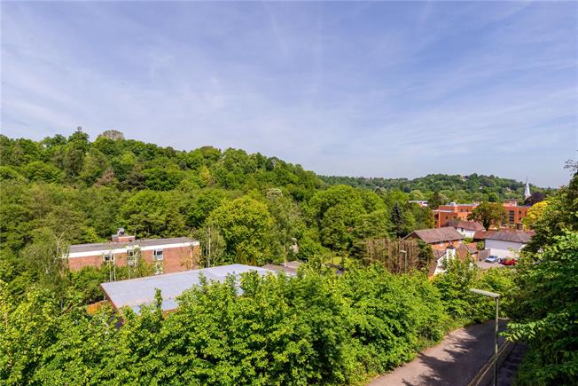 Guide Price £435,000, 3 Bedroom Terraced House For Sale in Godalming, GU7