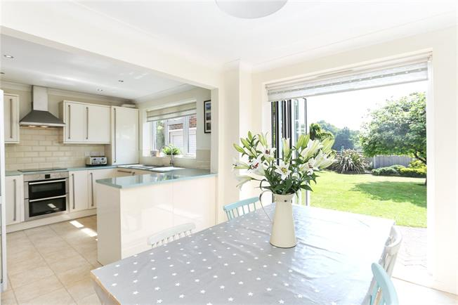 Guide Price £750,000, 4 Bedroom Detached House For Sale in Godalming, GU7