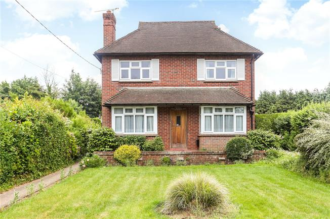 Guide Price £675,000, 3 Bedroom Detached House For Sale in Elstead, GU8