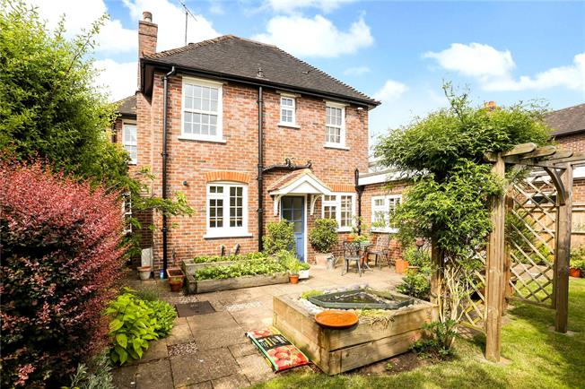 Guide Price £675,000, 4 Bedroom Detached House For Sale in Elstead, GU8